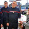 Sophie et Francis de la Boulangerie Rault ont remis un chèque au lieutenant colonel Lecour pour les pupilles des pompiers. Un superbe geste.